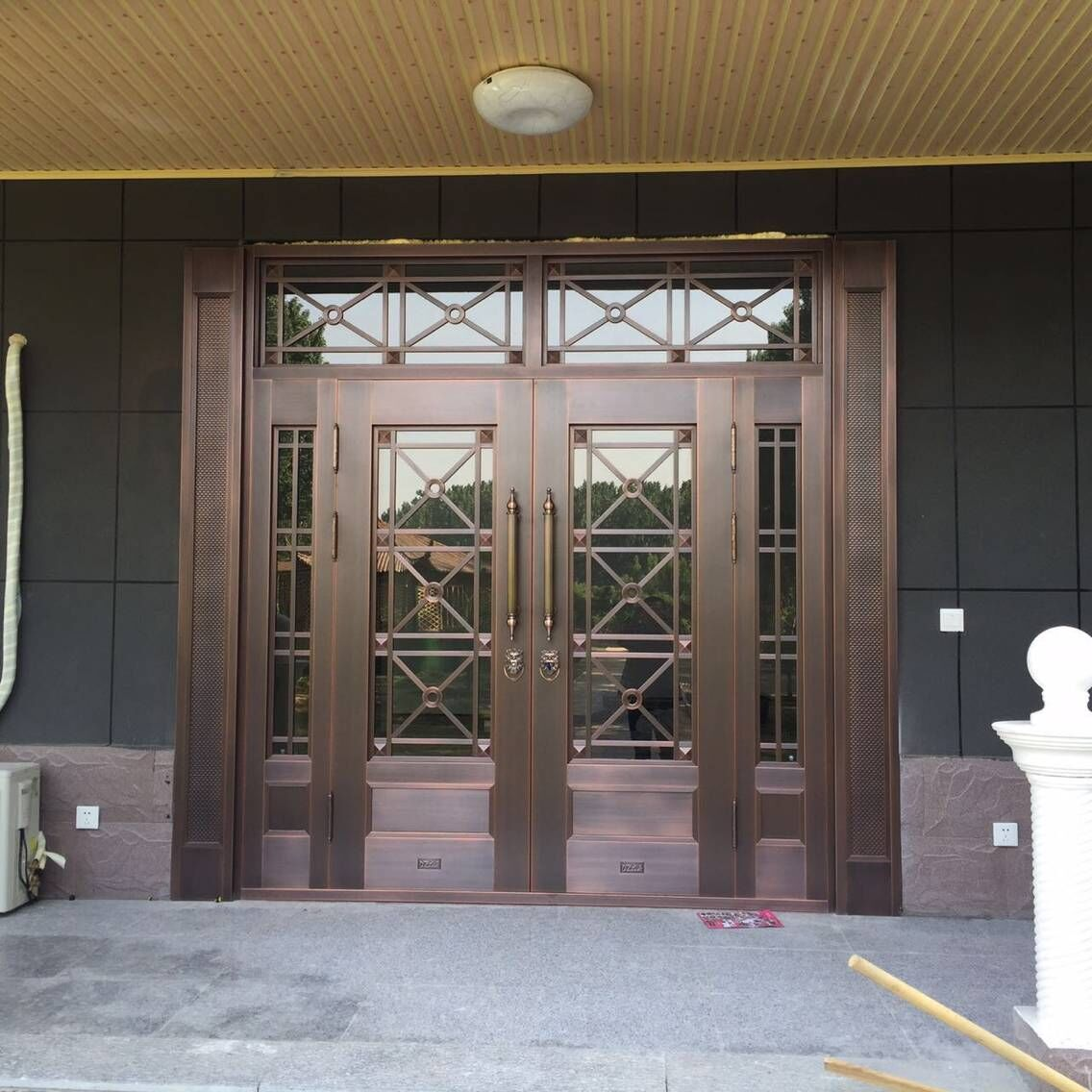 青岛玻璃铜门厂家成功案例-唐岛金湾别墅玻璃铜门