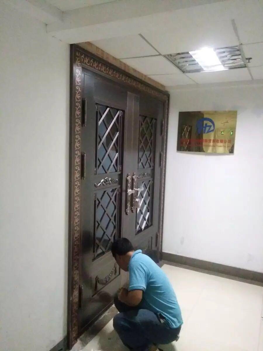 青岛黄岛汇智广场【玻璃铜门】安装案例 安装现场图片